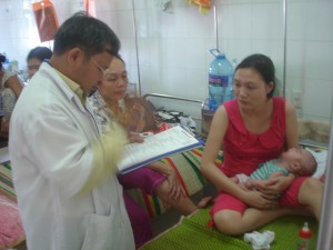 Dr. Ho Van Thoi with his patient